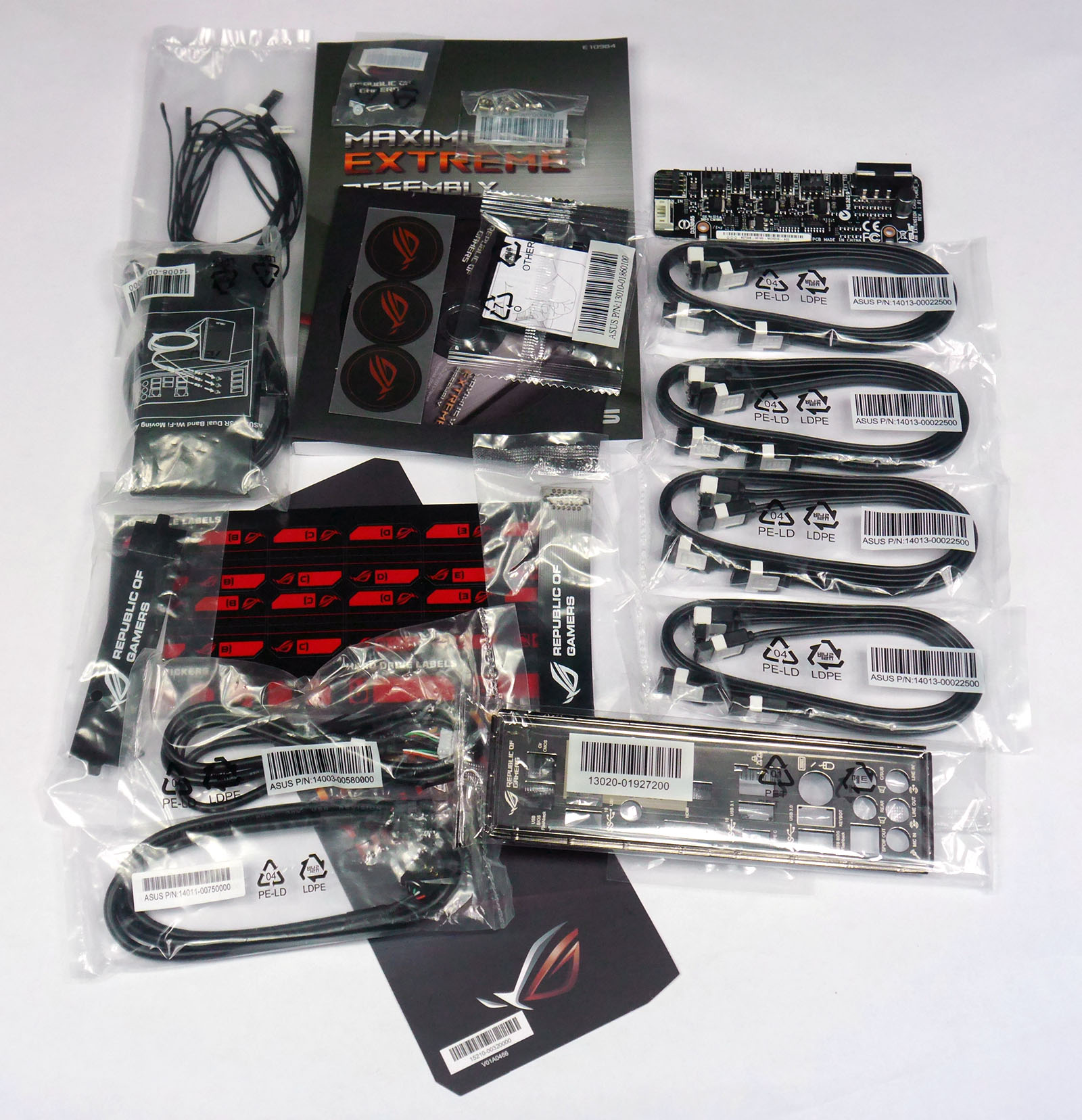ASUS Maximus VIII Extreme Assembly - Accessories