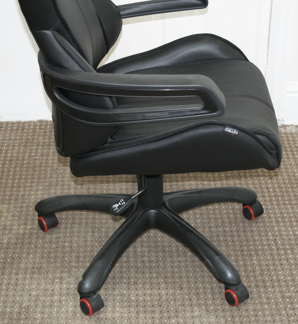 nitro-concepts-e200-gaming-chair-review-14