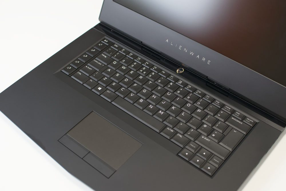 Alienware 15 R3 Laptop Review 7 (5)
