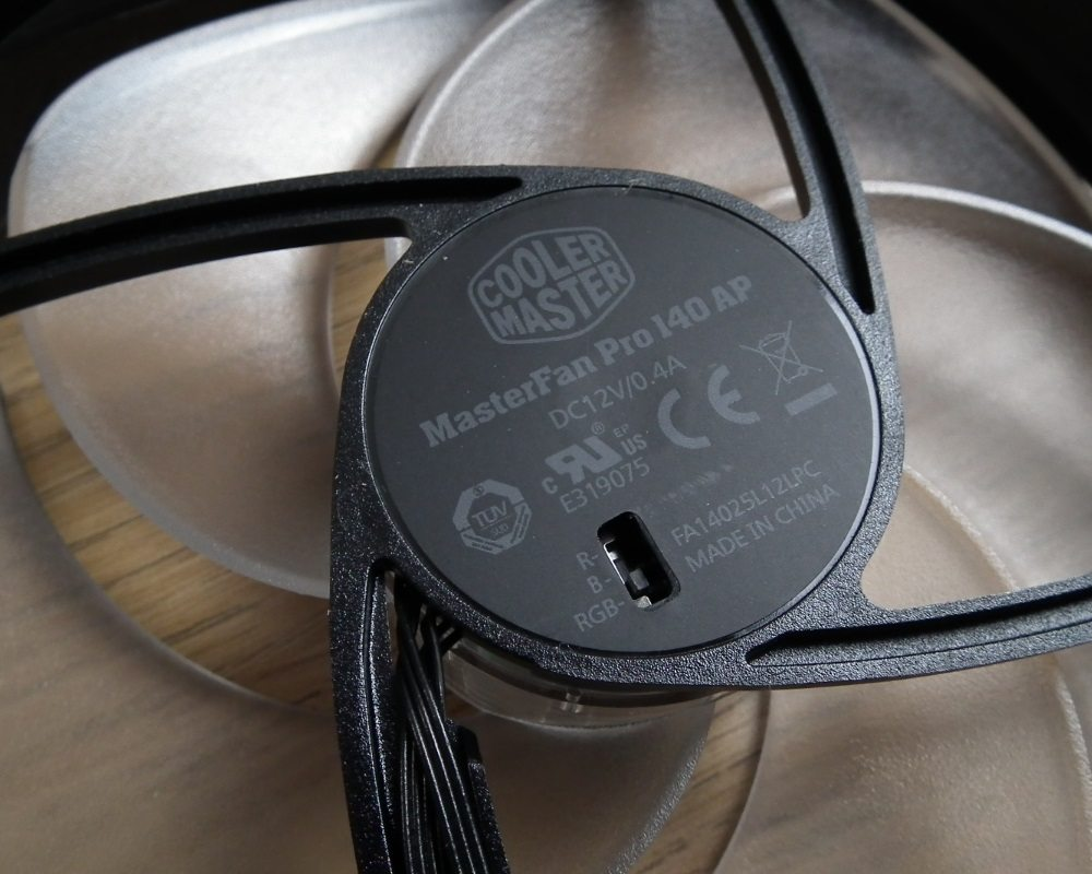 CM MasterFan Pro RGB Close Up 2