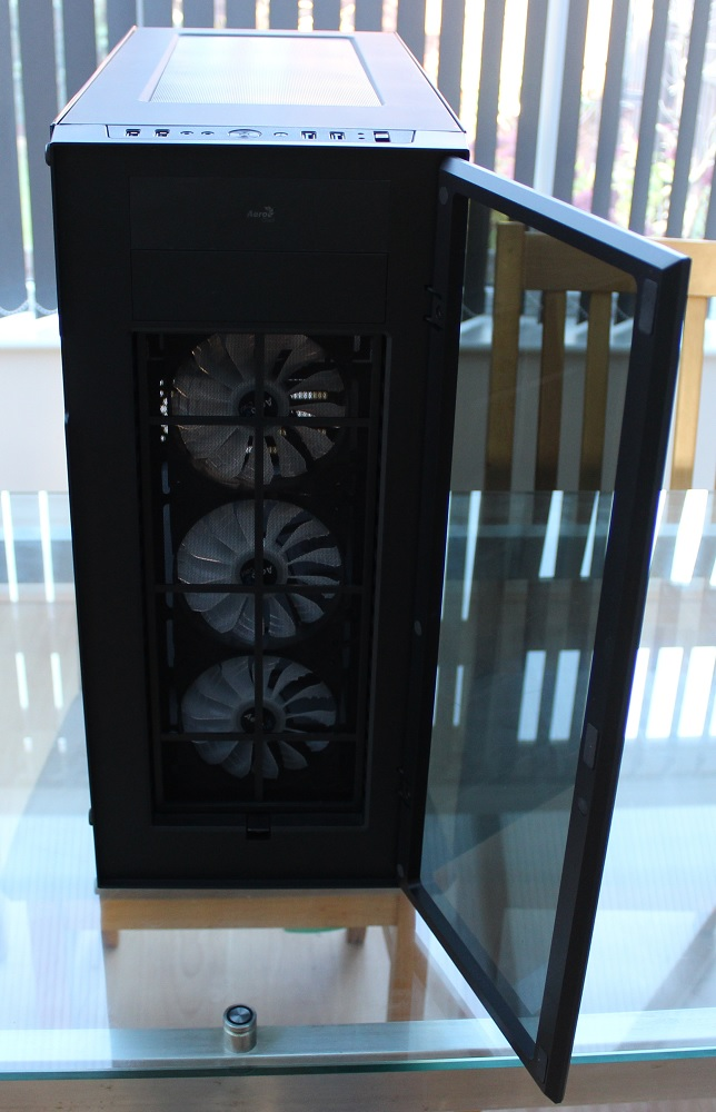 aerocool quartz pro front door open