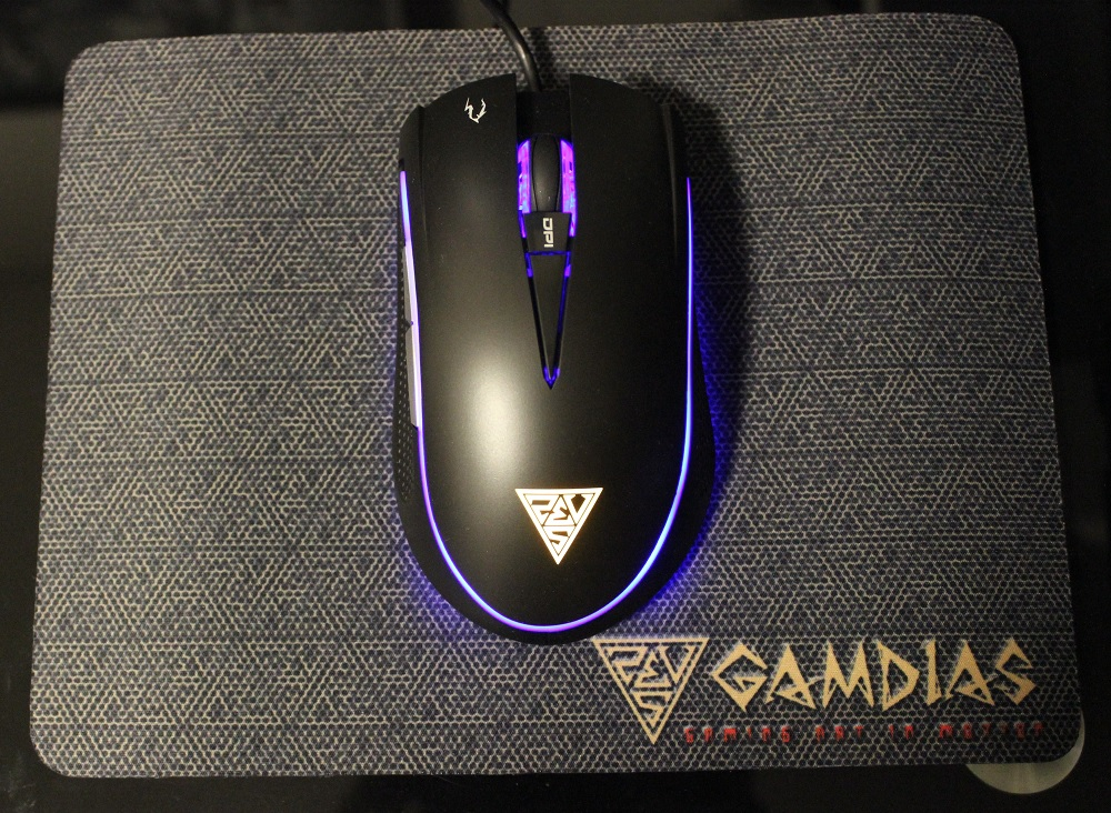gamdias zeus e1 powered on