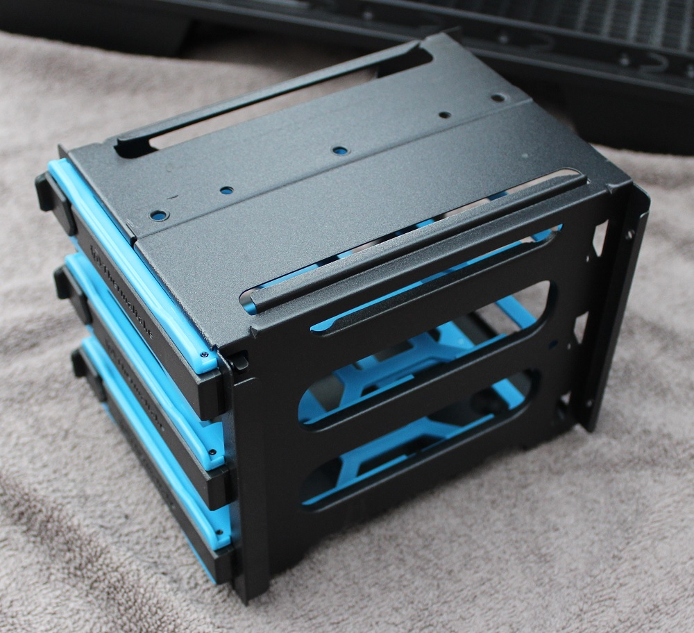 removable drive bay cage