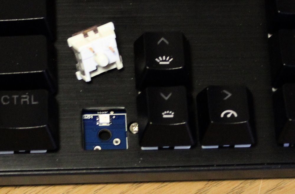 drevo tyrfing v2 keyboard red switch removed